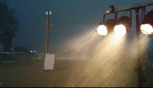 De striemende regen gisteren in Steenwijk