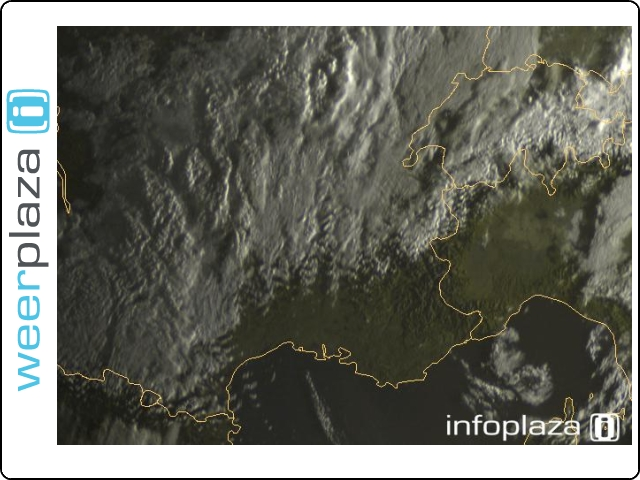 Satelietfoto van 8 uur lokale tijd